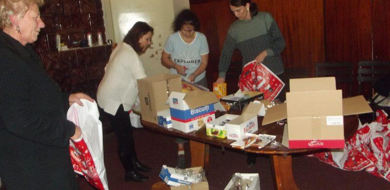 Împărțire pachete de Crăciun
